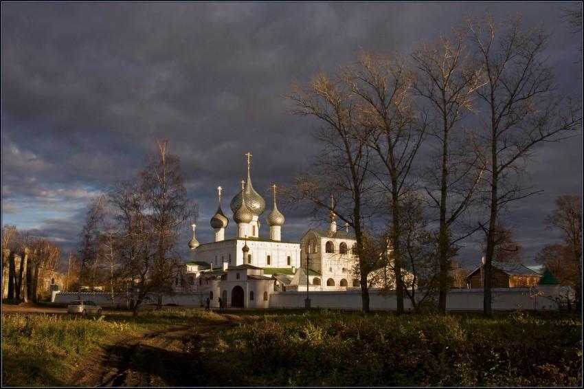 Углич достопримечательности: Воскресенский монастырь в Угличе