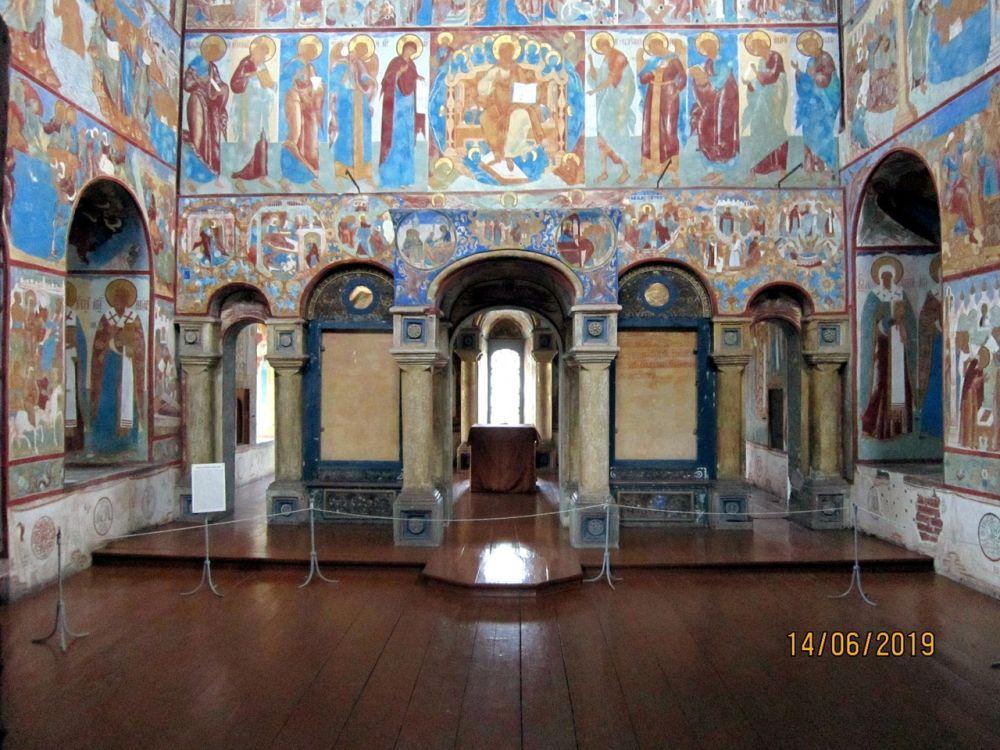 Митрополичий двор. Надвратная церковь Иоанна Богослова, Ростов