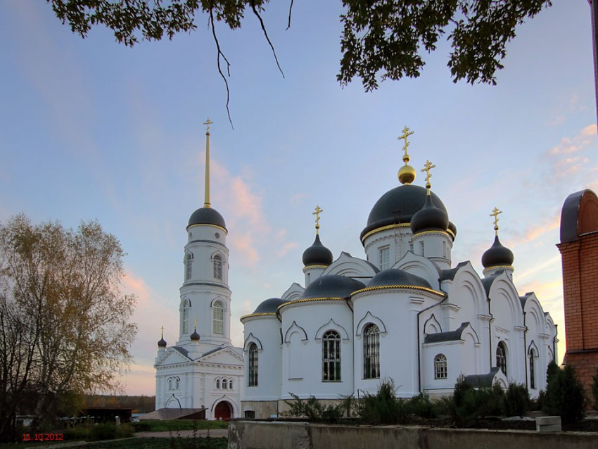 Свято-Тихоновский