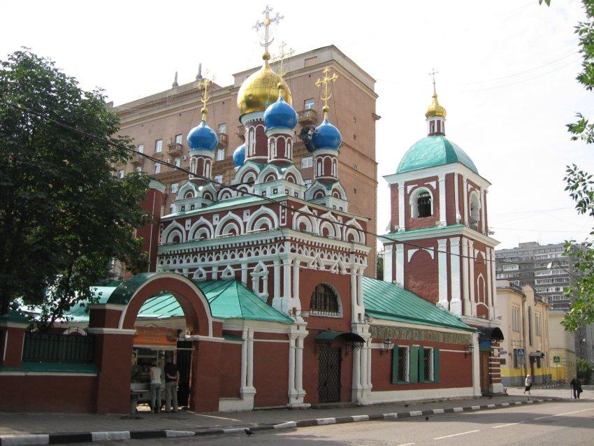 Картинки по запросу Храм Успения Пресвятой Богородицы в Гончарах Москва
