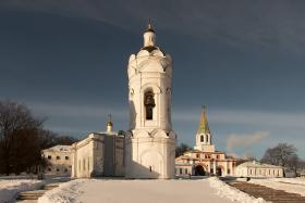 Церковь георгия победоносца с колокольней коломенское