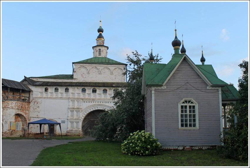 часовня Покрова из деревни Старово  в Горицком монастыре Переславль-Залесский фотографии