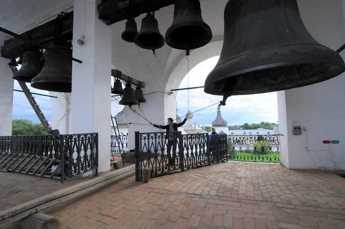 Митрополичий двор. Церковь Входа Господня в Иерусалим в звоннице, Ростов
