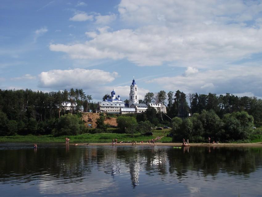 Подворье Боголюбского женского монастыря, Спас-Купалище