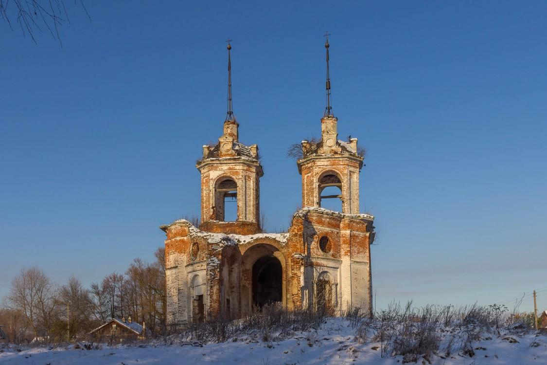 Церковь Покрова Пресвятой Богородицы, Погост
