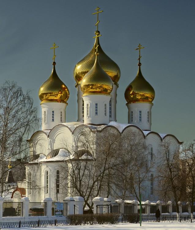 Адрес: 140180, г жуковский моск обл, ул гагарина, д 77а деревянная шатровая крестильная церковь при храме
