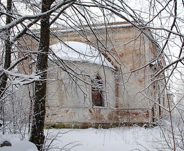 Церковь Николая Чудотворца, Рвы