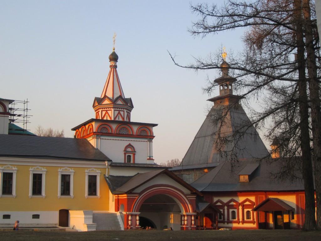 Саввино-Сторожевский монастырь. Надвратная церковь Троицы Живоначальной, Звенигород