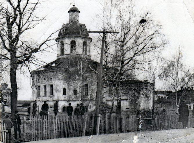 Церковь Троицы Живоначальной, Усады