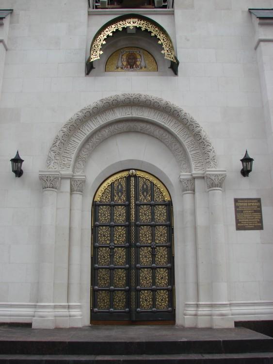 высота входных дверей в храм
