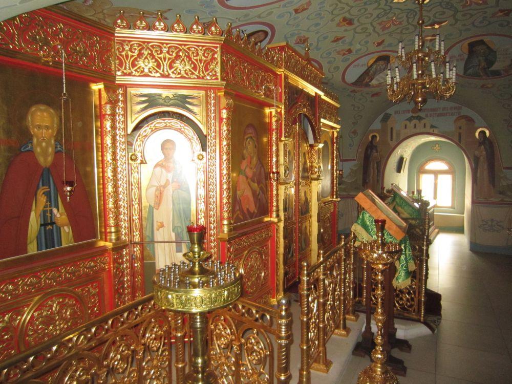 Николо-Пешношский монастырь. Церковь Мефодия Пешношского в колокольне, Луговой