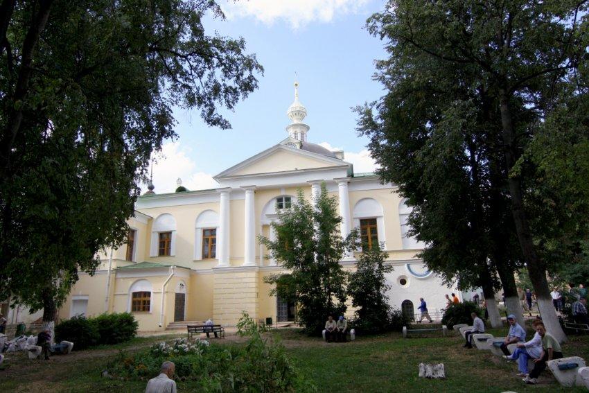 Николо-Пешношский монастырь. Церковь Сретения Господня в трапезном корпусе, Луговой