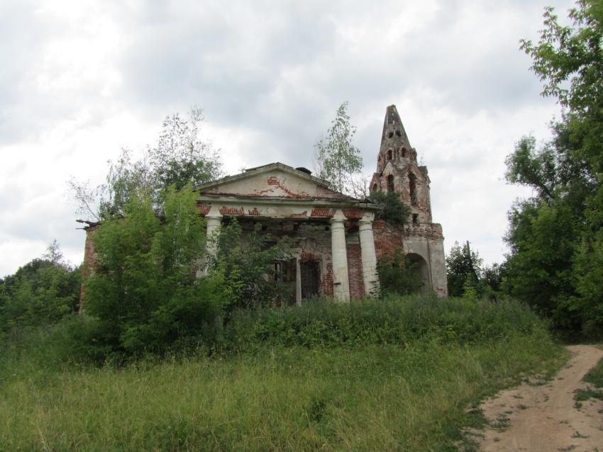 Церковь Троицы Живоначальной, Красино-Убережное