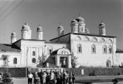 Астрахань. Троицкий монастырь.Церковь Введения во храм Пресвятой Богородицы и церковь Сретения Господня