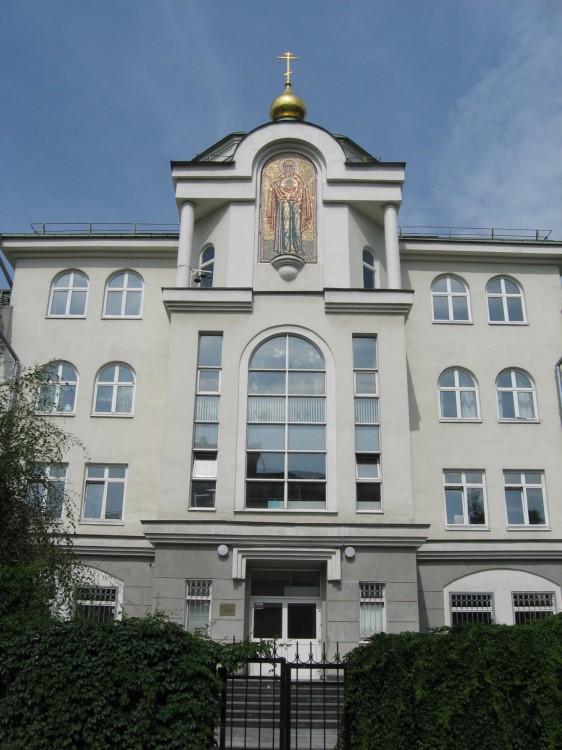 Домовая церковь Петра, митрополита Крутицкого и Коломенского, при Традиционной гимназии, Москва