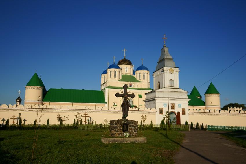 Троицкий Межирицкий мужской монастырь-Межирич-Острожский район-Украина, Ровенская область