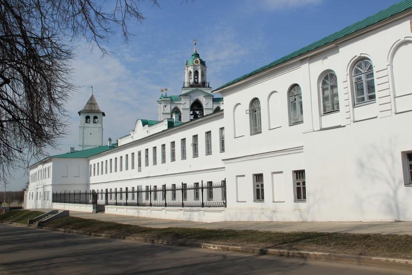 Спасо-Преображенский монастырь. Церковь Трех Святителей при Мужском духовном училище, Ярославль