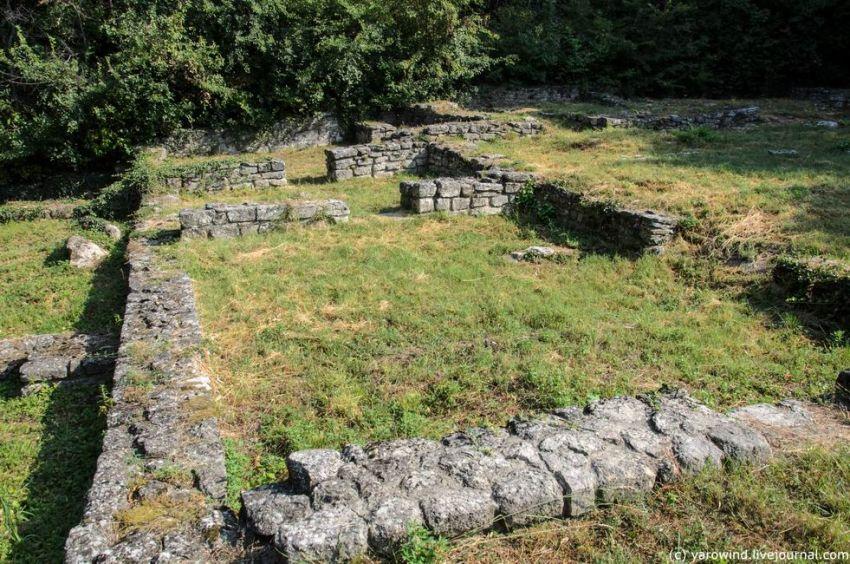 Староболгарский монастырь, Мадара