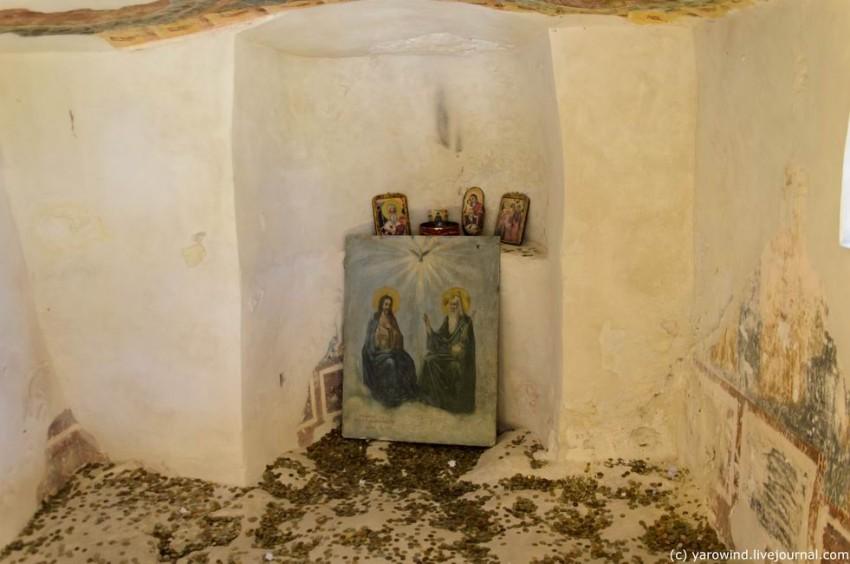 Монастырь Святой Троицы, Золотые Пески