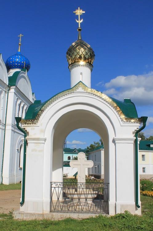 Богоявленский монастырь. Часовня-сень, Углич