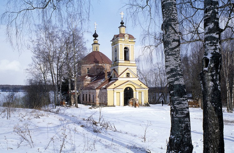 Московская область, Сергиево-Посадский городской округ, Слотино. Церковь Иоанна Богослова, фотография. общий вид в ландшафте