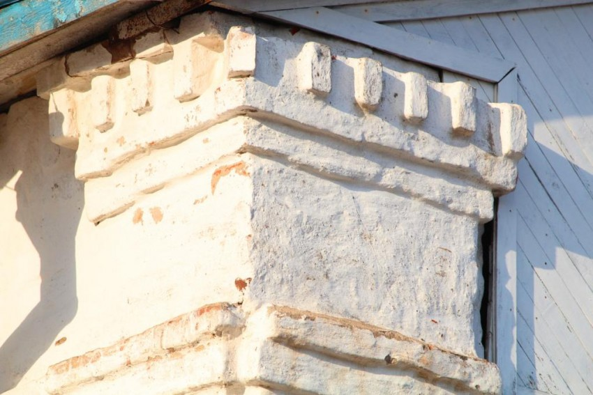 Московская область, Сергиево-Посадский городской округ, Выпуково. Церковь Тихвинской иконы Божией Матери, фотография. архитектурные детали, Фрагмент южного фасада храма