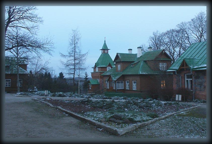 Эстония, Ида-Вирумаа, Куремяэ. Успенский Пюхтицкий женский монастырь, фотография. фасады