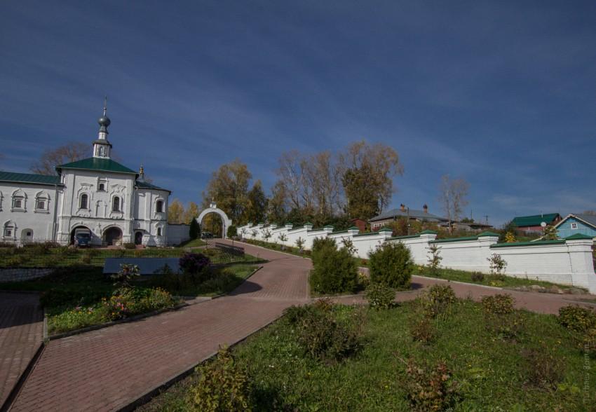 Владимирская область, Юрьев-Польский район, Небылое. Успенский Косьмин мужской монастырь, фотография. общий вид в ландшафте