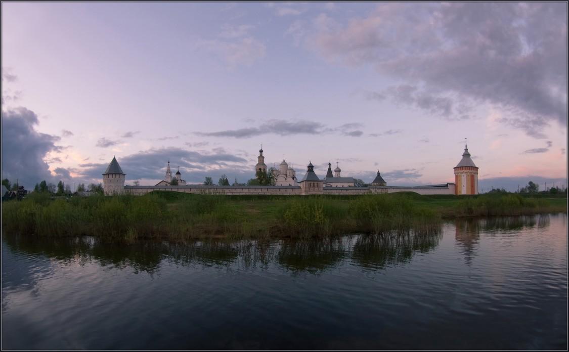 Вологодская область, Вологда, город, Прилуки. Спасо-Прилуцкий мужской монастырь, фотография. общий вид в ландшафте