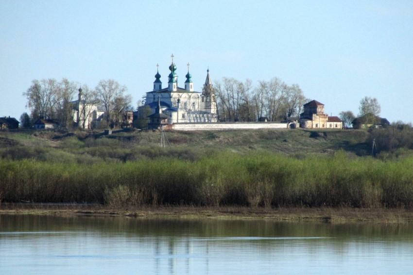 Вологодская область, Великоустюгский район, Морозовица. Троице-Гледенский монастырь, фотография. общий вид в ландшафте, вид с севера