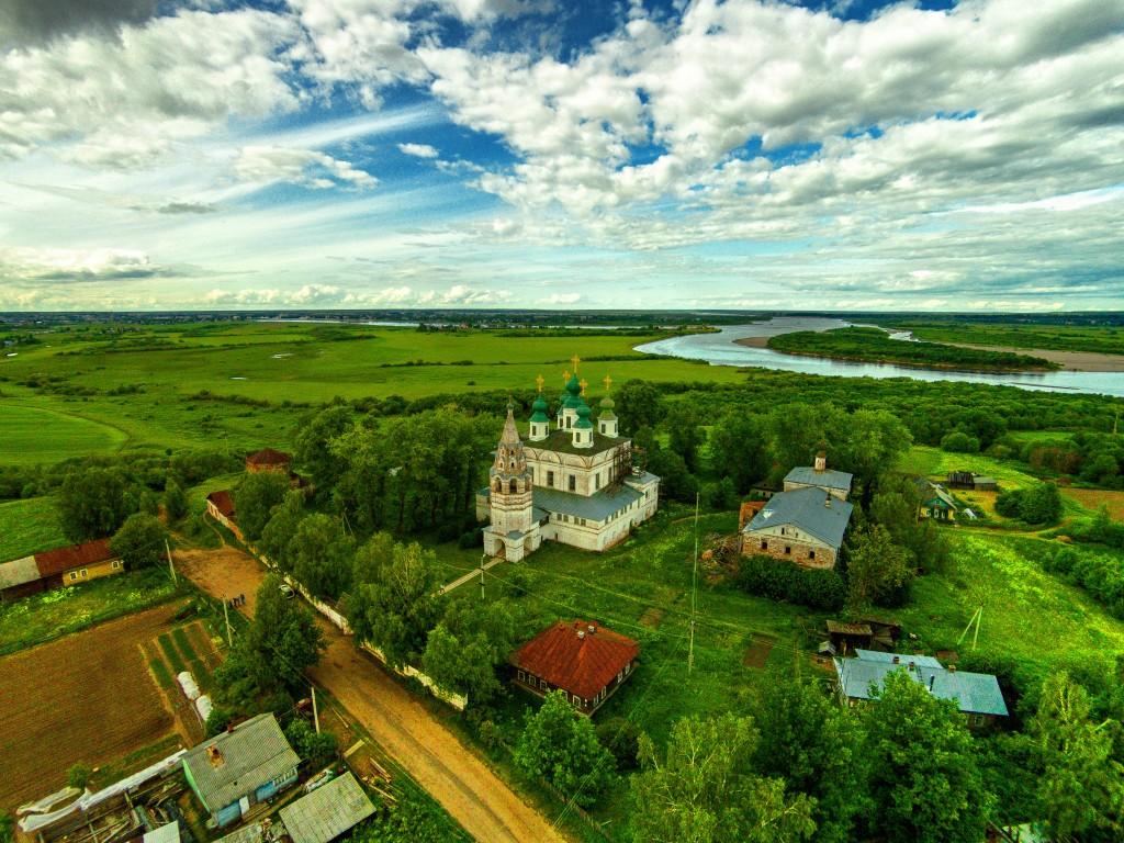 Вологодская область, Великоустюгский район, Морозовица. Троице-Гледенский монастырь, фотография. общий вид в ландшафте