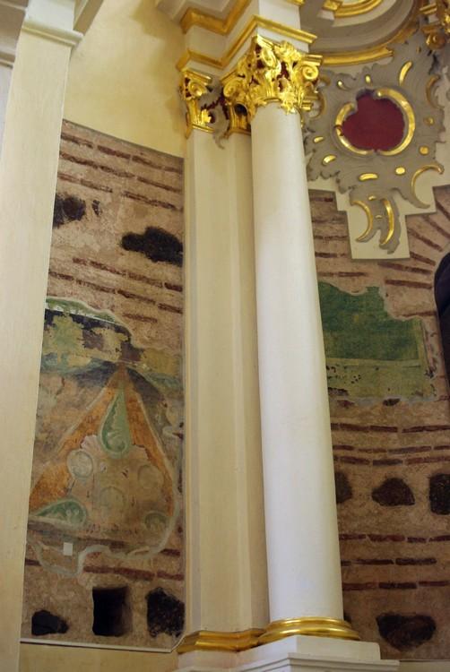 Беларусь, Витебская область, Полоцкий район и г. Полоцк, Полоцк. Собор Софии, Премудрости Божией, фотография. интерьер и убранство, Оригинальная кладка апсид и остатки фресок