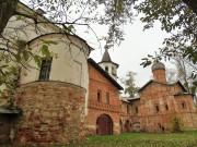 Великий Новгород. Храмовый комплекс церквей Михаила Архангела и Благовещения на Торгу