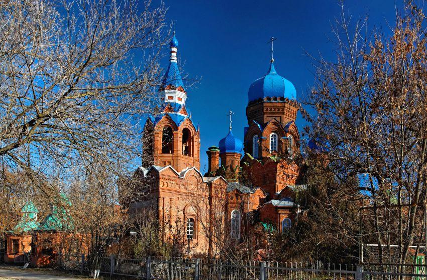 Московская область, Орехово-Зуевский городской округ, Ликино-Дулёво. Церковь Иоанна Богослова, фотография. общий вид в ландшафте