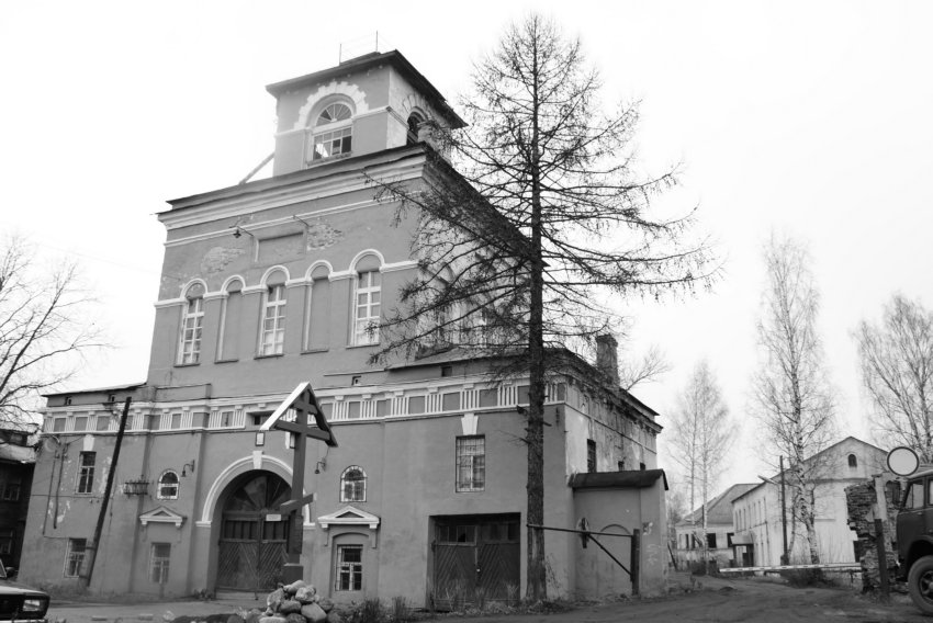 Ленинградская область, Тихвинский район, Тихвин. Введенский монастырь, фотография. общий вид в ландшафте