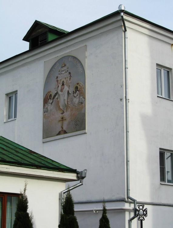 Владимирская область, Муромский район и г. Муром, Муром. Спасский мужской монастырь, фотография. дополнительная информация, киот на западной стене монастырской гостиницы