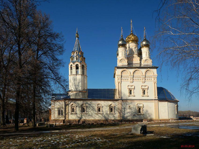 Рязанская область, Рязань, город, Рязань. Церковь Спаса Преображения на Яру, фотография. общий вид в ландшафте