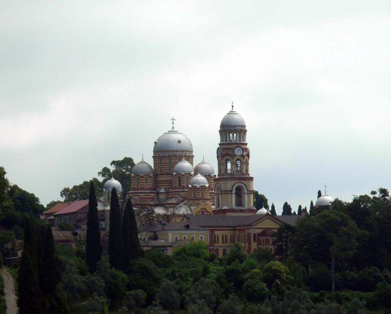 Прочие страны, Абхазия, Новый Афон. Новоафонский монастырь Симона Кананита, фотография. общий вид в ландшафте
