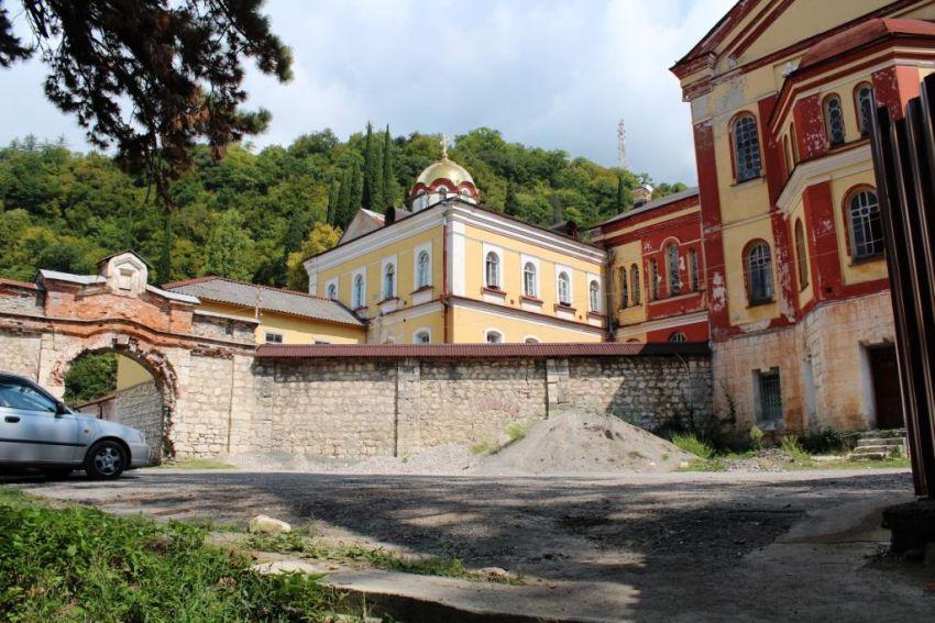 Прочие страны, Абхазия, Новый Афон. Новоафонский монастырь Симона Кананита, фотография. фасады, Западная стена монастыря