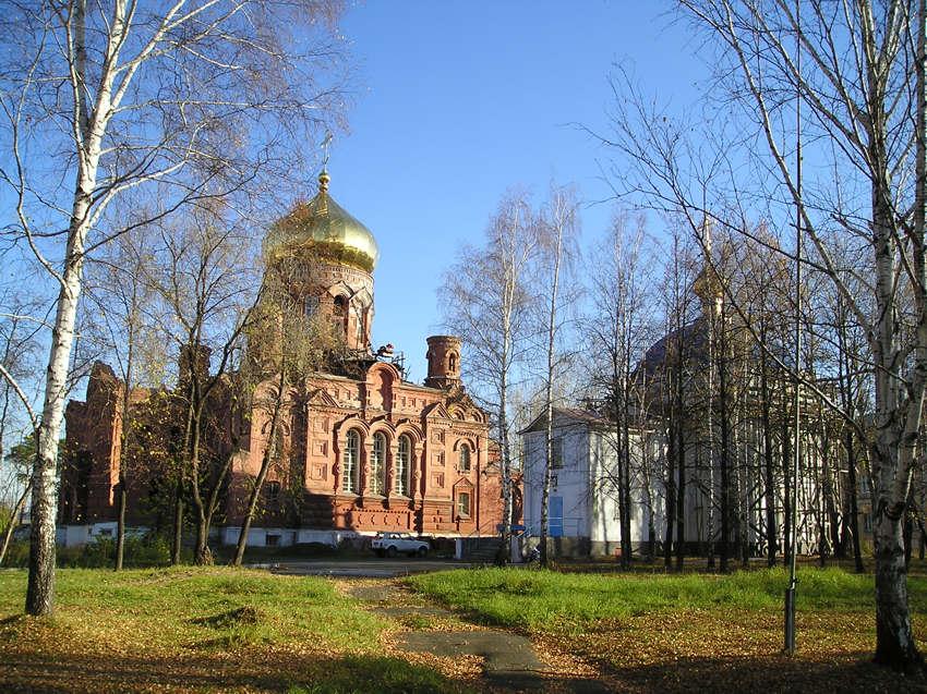 Свердловская область, Нижний Тагил (ГО город Нижний Тагил), Нижний Тагил. Скорбященский монастырь, фотография. общий вид в ландшафте