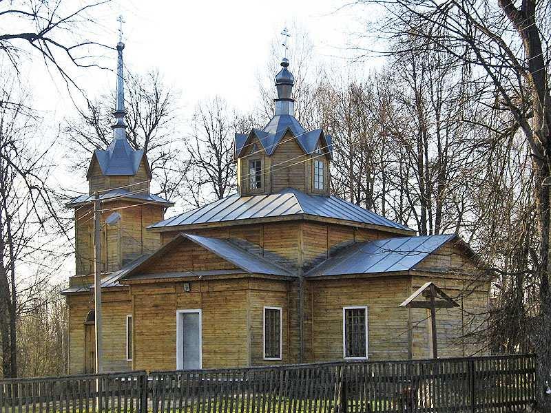 Брянская область, Унечский район, Рассуха. Церковь Всех Святых, фотография. общий вид в ландшафте