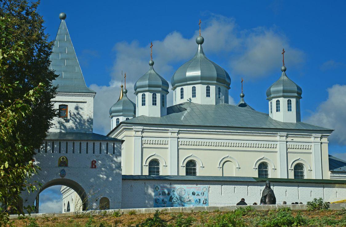 Калужская область, Мещовский район, Искра. Георгиевский монастырь, фотография. фасады