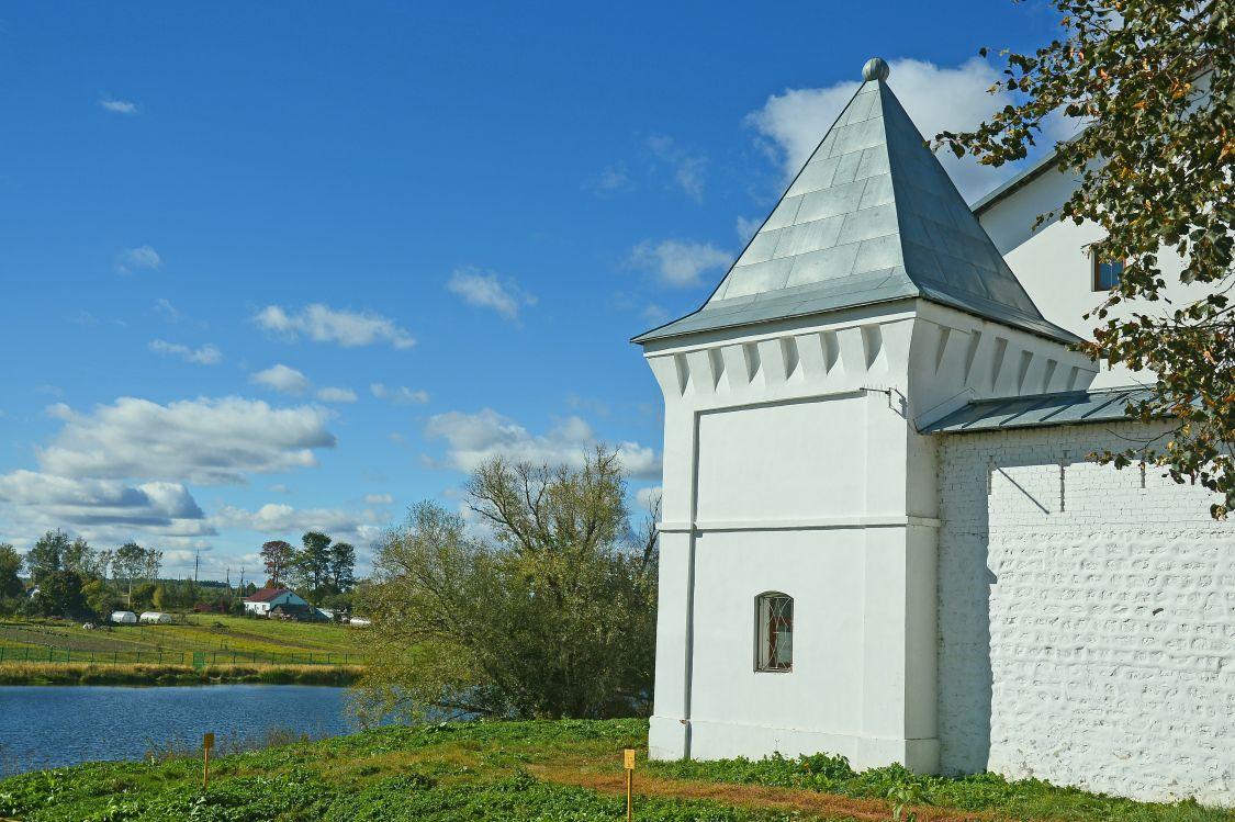 Георгиевский монастырь, Искра