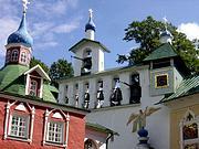 Печоры. Успенский Псково-Печерский монастырь. Звонница