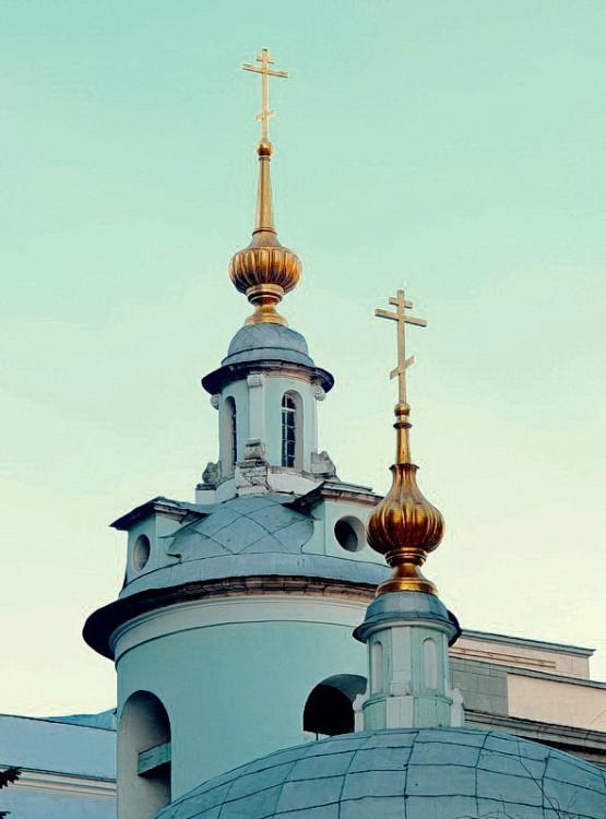 Церковь Космы и Дамиана (Исцеления Спасителем расслабленного) на Маросейке, Москва