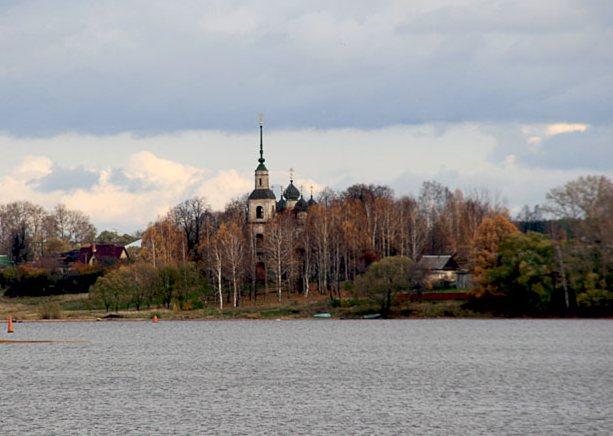 Тверская область, Калязинский район, Калязин. Церковь Богоявления Господня, фотография. общий вид в ландшафте