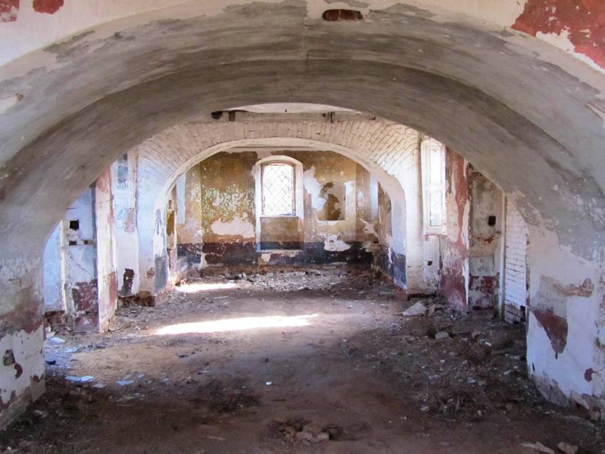 Церковь Спаса Нерукотворного Образа, Пруды