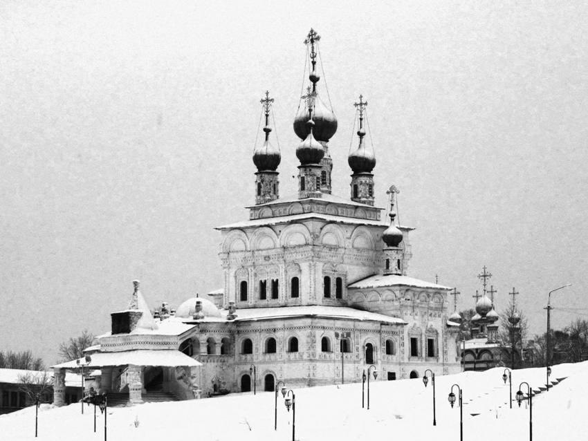 Пермский край, Соликамский район и г. Соликамск, Соликамск. Кафедральный собор Троицы Живоначальной, фотография. фасады, вид с юго-запада, справа на заднем плане - Богоявленская церковь