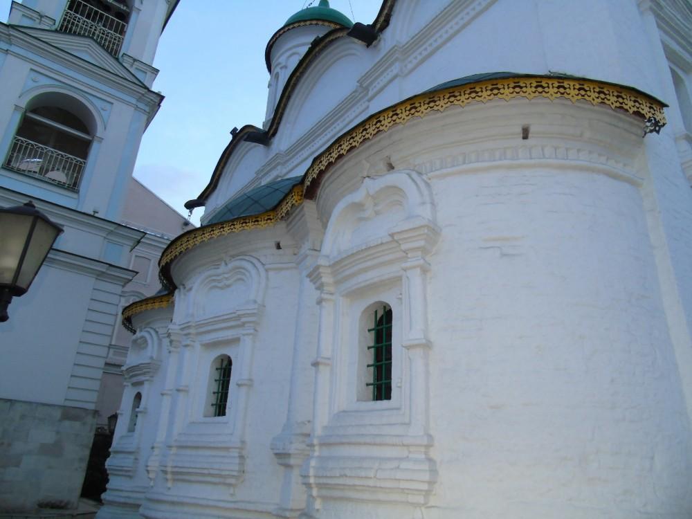 Церковь Троицы Живоначальной в Листах, Москва