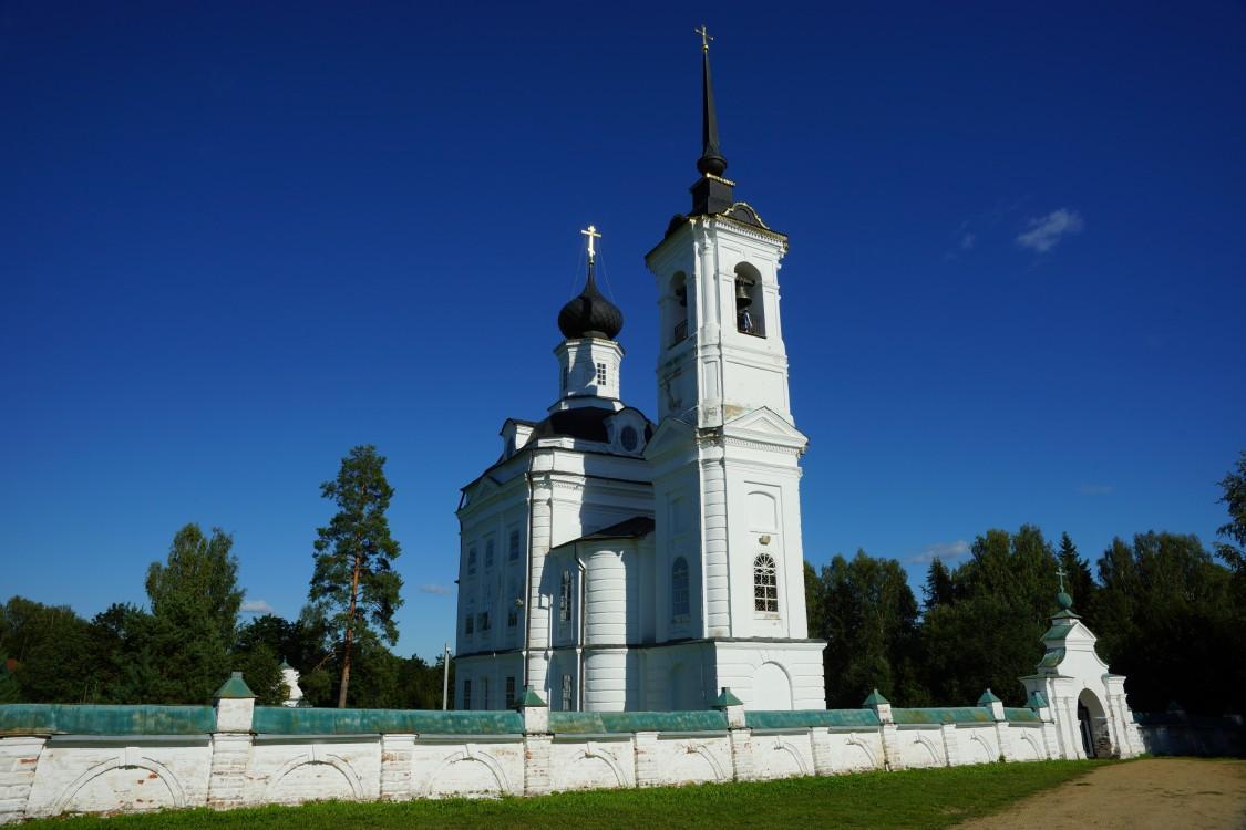 Костромская область, Островский район, Николо-Бережки. Церковь Николая Чудотворца, фотография.